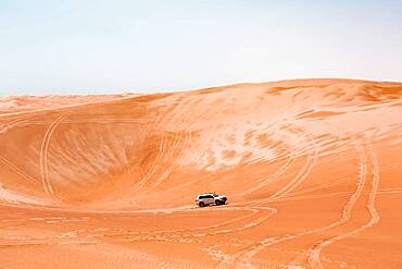 SUV in the desert, Wahiba Sands, Sultanate Of Oman