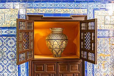 Vase and Azulejo Tiles, Palacio de la Condesa de Lebrija, Seville, Andalusia, Spain, Europe