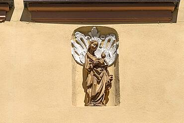 Figure of the Virgin Mary on a residential house, Bamberg, Upper Franconia, Bavaria, Germany, Europe