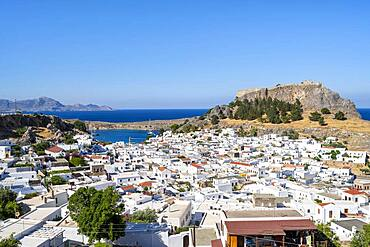 Town of Lindos with white houses, in the back Acropolis of Lindos, Lindos, Rhodes, Dodecanese, Greece, Europe