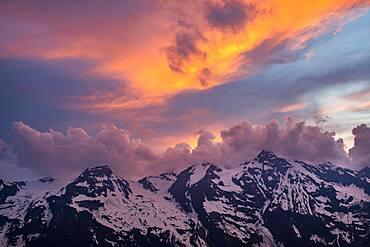 Mountain peaks in the evening mood, Hohe Dock, Vorderer Bratschenkopf, Grosses Wiesbachhorn, Grossglockner High Alpine Road, Hohe Tauern National Park, Salzburg, Austria, Europe