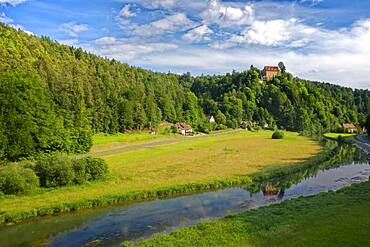 Castle Rabeneck, former high medieval noble castle at the valley of the Wiesent, near Oberrailsfeld, district of Waischenfeld, Franconian Switzerland, nature park Park Franconian Switzerland-Veldenstein Forest, Upper Franconia, Bavaria, Germany, Europe