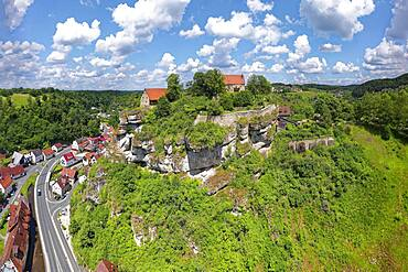 Pottenstein Castle with castle museum, hilltop castle, Spornburg, geotope, left B470, Franconian Switzerland-Veldenstein Forest nature park Park, Upper Franconia, Franconia, Bavaria, Germany, Europe