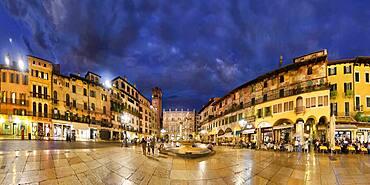 City square Piazza delle Erbe and former Roman Forum with fountain Fontana Madonna Verona in the evening, Piazza Erbe, Verona, Veneto, Italy, Europe