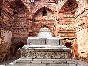 Tomb in the Qutb Complex, Mehrauli Archaeological Park, Delhi, India, Asia