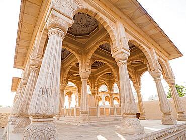 Devi Kund Sagar, Chattris, cremation grounds of the Maharajas of Bikaner, Bikaner, Rajasthan, India, Asia