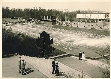 Historical photograph from 1956 of the Hoehenpark Killesberg, water features and exhibition hall, Stuttgart, Baden-Wuerttemberg, Germany, Europe