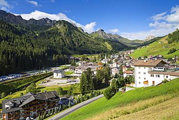 Arabba Village and surrounding mountains, Arabba, Belluno Province, Trento, Dolomites, Italy, Europe
