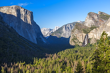Yosemite Valley and Bridalveil Fall from Tunnel View, Yosemite National Park, UNESCO World Heritage Site, California, United States of America, North America