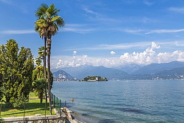 View of Isola Bella, Borromean Islands from Stresa, Lago Maggiore, Piedmont, Italian Lakes, Italy, Europe