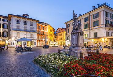 Al Fresco restaurants in Piazza Daniele Ranzoni at dusk, Intra, Verbania, Province of Verbano-Cusio-Ossola, Lake Maggiore, Italian Lakes, Italy, Europe