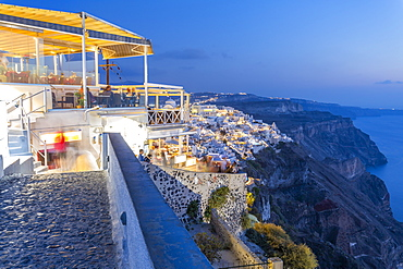 View of Greek restaurant overlooking the sea at Fira at dusk, Firostefani, Santorini (Thira), Cyclades Islands, Greek Islands, Greece, Europe