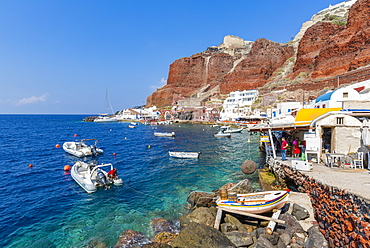 View of little harbour and clifftop Oia village, Santorini, Cyclades, Aegean Islands, Greek Islands, Greece, Europe