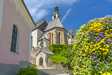 View of Liebfrauenkirche on summer's day, Kitzbuhel, Austrian Tyrol, Austria, Europe