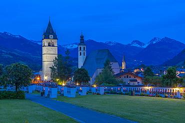 View of Liebfrauenkirche and town and surounding mountains at dusk, Kitzbuhel, Austrian Tyrol, Austria, Europe