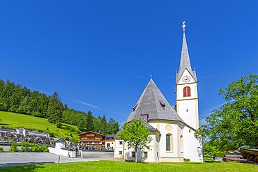 View of village church, Fieberbrunn, Austrian Alps, Tyrol, Austria, Europe