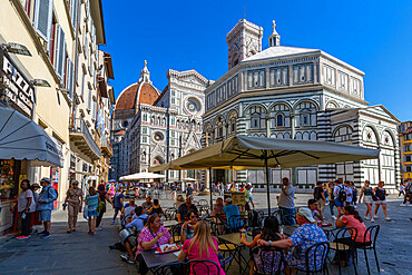 View of cafe and the Baptistery and Campanile di Giotto, Piazza del Duomo, Florence (Firenze), UNESCO World Heritage Site, Tuscany, Italy, Europe