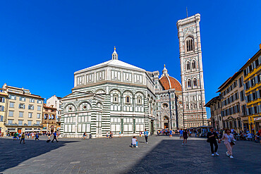 View of the Baptistery and Campanile di Giotto, Piazza del Duomo, Florence (Firenze), UNESCO World Heritage Site, Tuscany, Italy, Europe