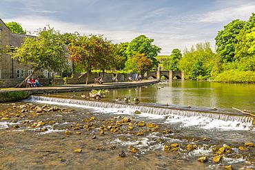 View of bridge spanning River Wye, Bakewell, Derbyshire Dales, Derbyshire, England, United Kingdom, Europe