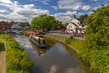 View of canal at Shardlow on a sunny day, South Derbyshire, Derbyshire, England, United Kingdom, Europe