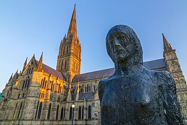 View of Salisbury Cathedral and statue at sunset, Salisbury, Wiltshire, England, United Kingdom, Europe