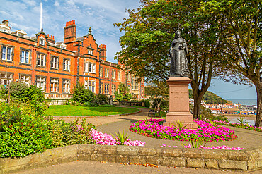 View of Queen Victoria statue and council building, Scarborough, North Yorkshire, Yorkshire, England, United Kingdom, Europe