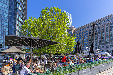 View of alfresco eating in Canary Wharf, Docklands, London, England, United Kingdom, Europe