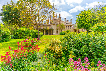 View of Brighton Pavilion and gardens in high summer, Brighton, Sussex, England, United Kingdom, Europe