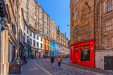 View of colourful cafes and shops on W Bow (West Bow) near the Grassmarket, Edinburgh, Lothian, Scotland, United Kingdom, Europe