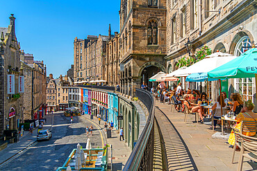 View of cafes on Victoria Terrace, overlooking W Bow (West Bow) near the Grassmarket, Edinburgh, Lothian, Scotland, United Kingdom, Europe