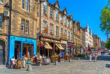 View of cafes and restaurants on the Grassmarket, Edinburgh, Lothian, Scotland, United Kingdom, Europe