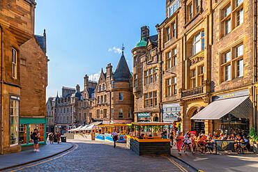 View of cafes and restaurants on Cockburn Street, Edinburgh, Lothian, Scotland, United Kingdom, Europe