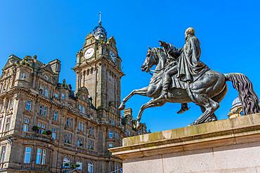 View of the Balmoral Hotel and statue of Arthur Wellesley (The Iron Duke) (Duke of Wellington) on Princes Street, Edinburgh, Scotland, United Kingdom, Europe