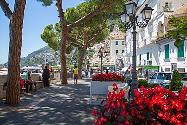 Promenade, Amalfi, Costiera Amalfitana (Amalfi Coast), UNESCO World Heritage Site, Campania, Italy, Europe