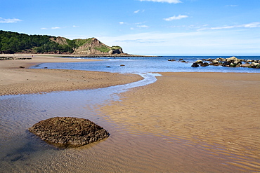 Johnny Flintons Harbour and Osgodby Point (Knipe Point) in Cayton Bay, Scarborough, North Yorkshire, Yorkshire, England, United Kingdom, Europe
