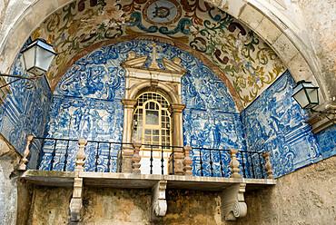 Tiled oratory inside the Porta da Vila (town gate), Obidos, Estremadura, Portugal, Europe