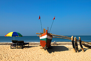 Traditional fishing boat on beach, Benaulim, Goa, India, Asia