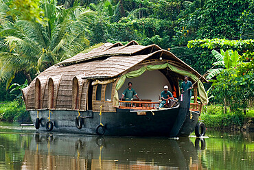 House boat on the Backwaters, near Alappuzha (Alleppey), Kerala, India, Asia