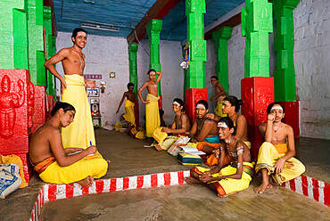 Young boys training to become Brahmin priests, Madurai, Tamil Nadu, India, Asia
