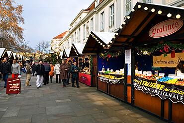 Christmas Market, Unter Den Linden, Berlin, Germany, Europe