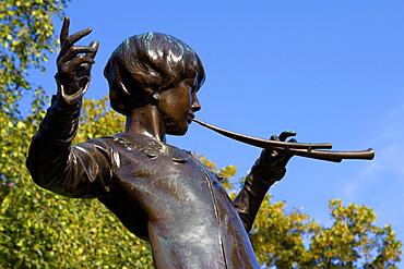 Statue of Peter Pan, Kensington Gardens, London, England, United Kingdom, Europe