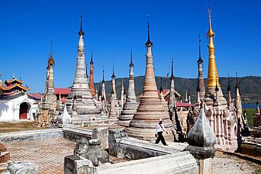 Shan stupas, Tharkong Pagoda, Inle Lake, Shan State, Myanmar (Burma), Asia