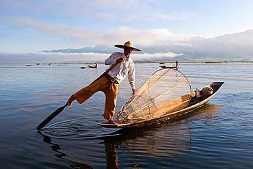 Intha leg-rower fisherman, Inle Lake, Shan State, Myanmar (Burma), Asia