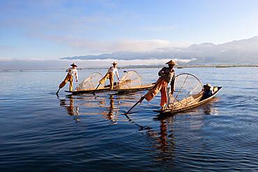 Intha leg-rower fishermen, Inle Lake, Shan State, Myanmar (Burma), Asia