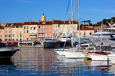 Yachts in harbour of old town, Saint-Tropez, Var, Provence-Alpes-Cote d'Azur, Provence, France, Mediterranean, Europe