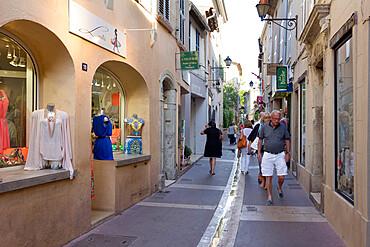 Boutiques in old town, Saint-Tropez, Var, Provence-Alpes-Cote d'Azur, Provence, France, Europe