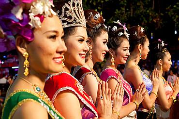 Thai girls at Loi Krathong festival, Chiang Mai, Northern Thailand, Thailand, Southeast Asia, Asia