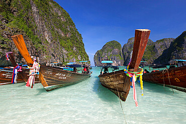 Maya Bay with long-tail boats, Phi Phi Lay, Krabi Province, Thailand, Southeast Asia, Asia