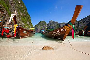 Maya Bay with long-tail boats, Phi Phi Lay Island, Krabi Province, Thailand, Southeast Asia, Asia