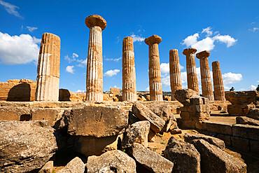 Columns of the Tempio di Ercole, Valle dei Templi, UNESCO World Heritage Site, Agrigento, Sicily, Italy, Europe